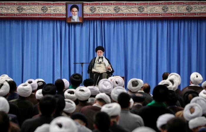 """متابعات: المرشد الأعلى الإيراني يضع """"المرونة البطولية"""" جانبا"""