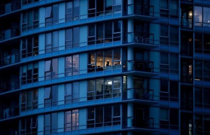 """تورنتو تتلقى 2000 شكوى بشأن أشخاص لا يرتدون """"كمامات"""" داخل المباني السكنية"""