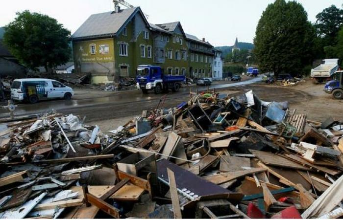 أزمة جديدة في المانيا بعد تكدس 35 ألف طن من النفايات في مناطق الفيضانات